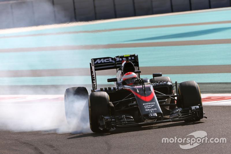 2015 - McLaren MP4-30 (motor Honda)
