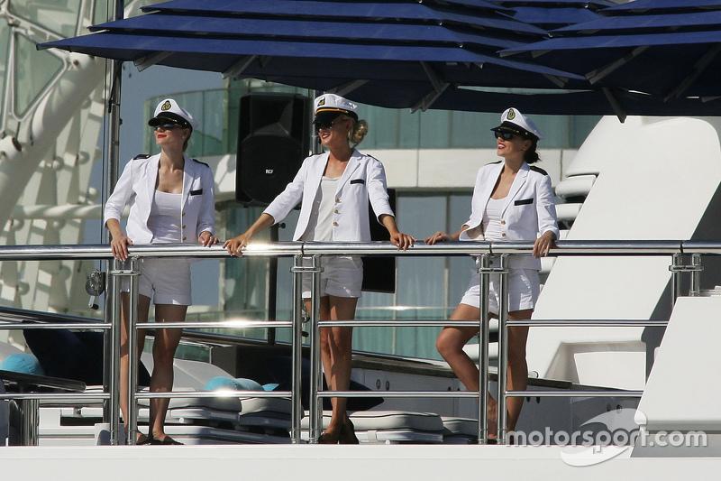 Schönes Schiff, schöne Crew