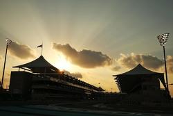 O sol se põe em Abu Dhabi