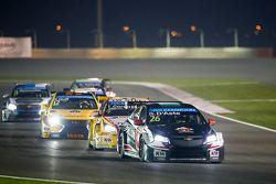 Stefano D'Aste, Chevrolet Cruze, Münnich Motorsport, davanti a Tom Coronel, Chevrolet Cruze, ROAL Mo
