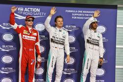 Il terzo qualificato Kimi Raikkonen, Ferrari, il poleman Nico Rosberg, Mercedes AMG F1 Team, e il secondo qualificato Lewis Hamilton, Mercedes AMG F1 Team