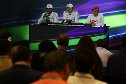 La post Conferencia de prensa de la FIA, Polesitter Nico Rosberg de Mercedes AMG F1; tercer lugar Kimi Raikkonen, Ferrari