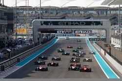 Start: Esteban Ocon, ART Grand Prix lider Kevin Ceccon, Arden International ve Marvin Kirchhofer, AR