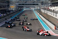 Start: Esteban Ocon, ART Grand Prix leads Kevin Ceccon, Arden International and Marvin Kirchhofer, A