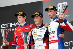 Rennen 1 Podium: 2. Emil Bernstorff, Arden International; 1. Marvin Kirchhofer, ART Grand Prix; 3. J