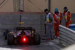 سان غيلايل، كارلن، ينسحب من السباق بعد حادثة عند مخرج خط الحظائر