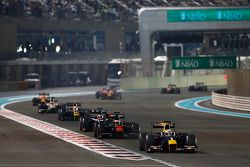Pierre Gasly, DAMS, leads Stoffel Vandoorne, ART Grand Prix and Mitch Evans, RUSSIAN TIME at the start