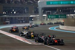 Stoffel Vandoorne, ART Grand Prix, leads Mitch Evans, RUSSIAN TIME and Alex Lynn, DAMS