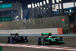 Oliver Rowland, Status Grand Prix leads Sergio Canamasas, Team Lazarus