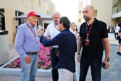 Niki Lauda, Mercedes; Dr Helmut Marko, Red Bull Motorsport; Alain Prost, jefe de Lotus F1