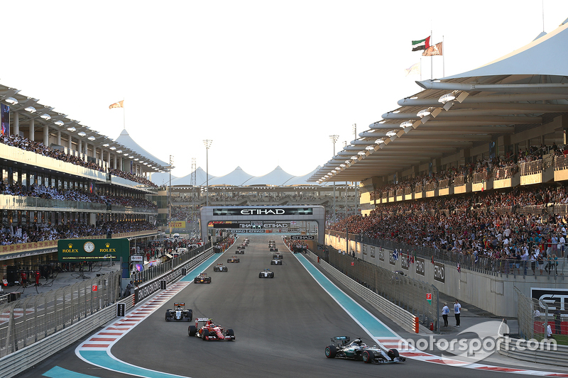 Lewis Hamilton, Mercedes AMG F1 W06 on the formation lap