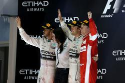 Secondo Lewis Hamilton, Mercedes AMG F1 Team e il vincitore Nico Rosberg, Mercedes AMG F1 Team
