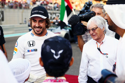 Fernando Alonso, McLaren met Bernie Ecclestone, op de grid
