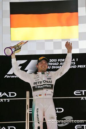 冠军尼科·罗斯伯格,梅赛德斯车队,领奖台上庆祝