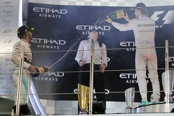 The podium: Race winner Nico Rosberg, Mercedes AMG F1 Team, second place Lewis Hamilton, Mercedes AM
