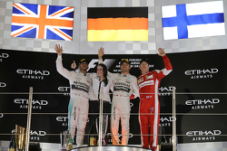 The podium: Race winner Nico Rosberg, Mercedes AMG F1 Team, second place Lewis Hamilton, Mercedes AM
