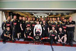 Romain Grosjean, Lotus F1 E23 nella foto di guppo di squadra