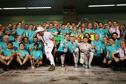 Race winner Nico Rosberg, Mercedes AMG F1 celebrates with team mate Lewis Hamilton, Mercedes AMG F1 and the team
