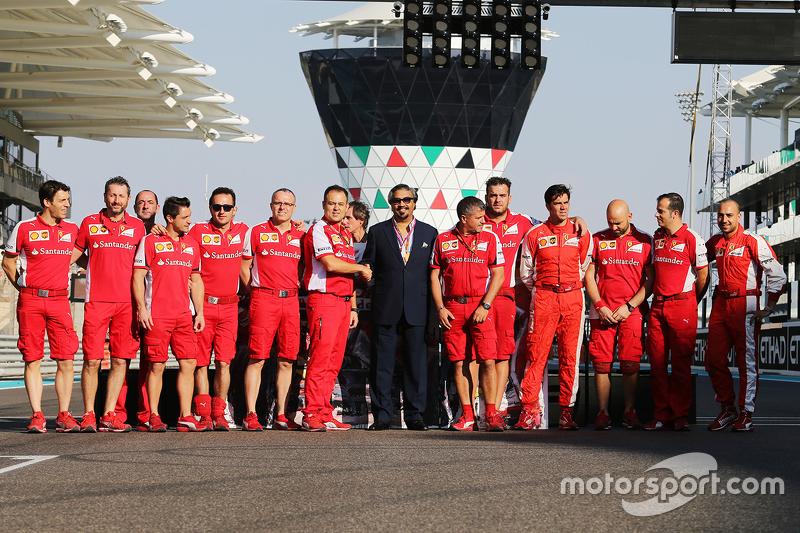 Gruppenfoto bei Ferrari