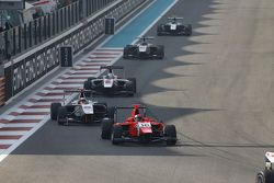 Aleksander Bosak, Arden International leads Konstantin Tereshchenko, Campos Racing