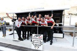 ART Grand Prix Esteban Ocon'un şampiyonluğunu kutluyor