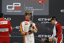 Race 2 Podium: tweede Antonio Fuoco, Carlin en winnaar Alex Palou, Campos Racing en derde plaats 201