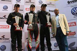 Podium: ganador, Costantino Peroni, segundo lugar Krishnaraaj Mahadik, third place Nayan Chatterjee