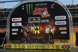 Подіум: переможці Валентіно Россі та Carlo Cassina, Ford Fiesta, друге місце Тьєррі Невіл та Julien