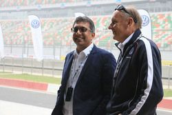 Hans-Joachim Stuck with Sirish Vissa, Head of Volkswagen Motorsport India