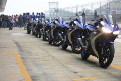 Мотоцикл Yamaha YZF-R3 на питлейне