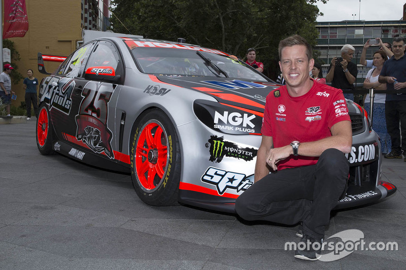 Нова ліврея для Джеймс Кортні, Holden Racing Team