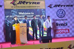 Sanjay Sharma, Head of JK Motorsport with Karun Chandhok, Armaan Ebrahim, Aditya Patel and Arjun Mai