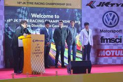 Sanjay Sharma, capo di JK Motorsport con Karun Chandhok, Armaan Ebrahim, Aditya Patel e Arjun Maini