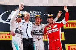 Подиум,: второе место - Льюис Хэмилтон, Mercedes AMG F1; Тони Росс, гоночный инженер Mercedes AMG F1