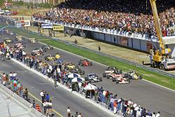 发车:阿兰·普罗斯特,迈凯伦车队;科克·罗斯伯格,威廉姆斯车队,领先