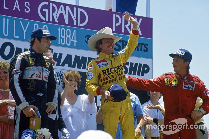 Podium: race winner Keke Rosberg, Williams, second place René Arnoux, Ferrari, third place Elio de A