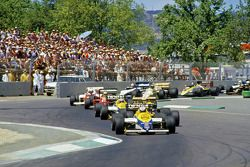 Start zum GP Australien 1985 in Adelaide: Keke Rosberg, Williams FW10, führt