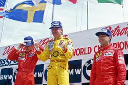 Podio: ganador de la carrrera Keke Rosberg, Williams, segundo lugar Stefan Johansson, Ferrari, y el tercer lugar Michele Alboreto, Ferrari
