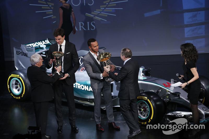 Lewis Hamilton, Mercedes AMG F1, Bernie Ecclestone, Toto Wolff und FIA-Präsident Jean Todt