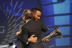 Lewis Hamilton, Mercedes AMG F1 y Jean Todt, Presidente de la FIA