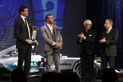Lewis Hamilton, Mercedes AMG F1, Bernie Ecclestone, Toto Wolff, Président Exécutif de Mercedes AMG F1 et Jean Todt, Président de la FIA