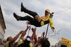 Felipe Giaffone comemora pole em Londrina