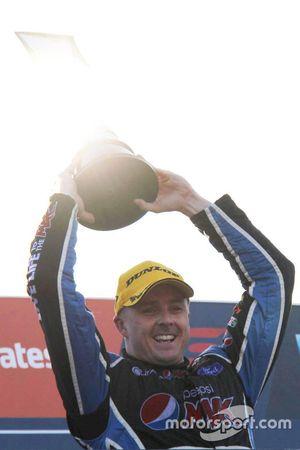 Podium: 2015 V8 Supercars Champion Mark Winterbottom, Prodrive Racing Australia Ford