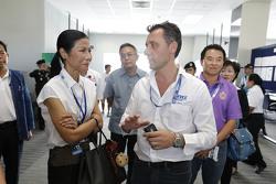Kobkarn Wattanavrankul, Ministerio de turismo y deportes con François Ribeiro, Director de Motorspor