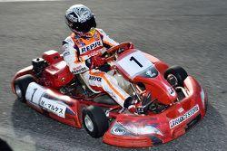 Marc Marquez pilote un kart