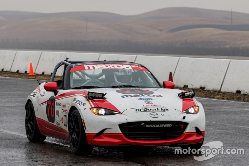 #70 Mazda USA, Mazda MX-5 Cup: Robert DeVaux, Liam Dwyer, Nathan Edmonds