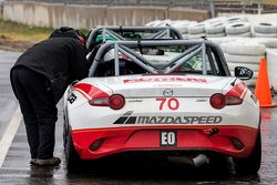 #70 Mazda USA Mazda MX-5 Cup: Robert DeVaux, Liam Dwyer, Nathan Edmonds