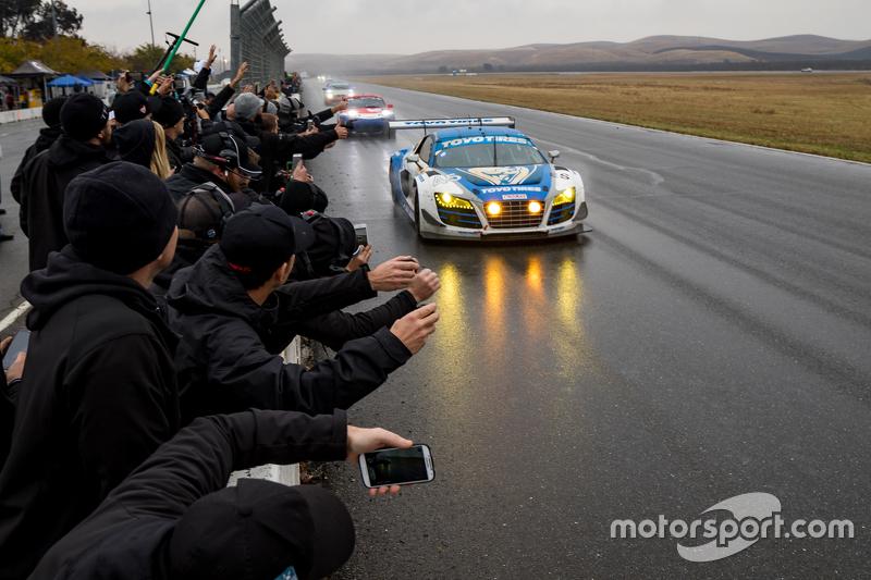 7. #45 Flying Lizard Motorsports Audi R8 LMS: Darren Law, Tomonobu Fujii, Johannes van Overbeek, Guy Cosmo se llevan la victoria