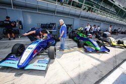 CRAM Motorsport schierata ai box