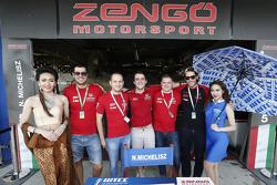 Norbert Michelisz, Zengo Motorsport mit Gridgirls